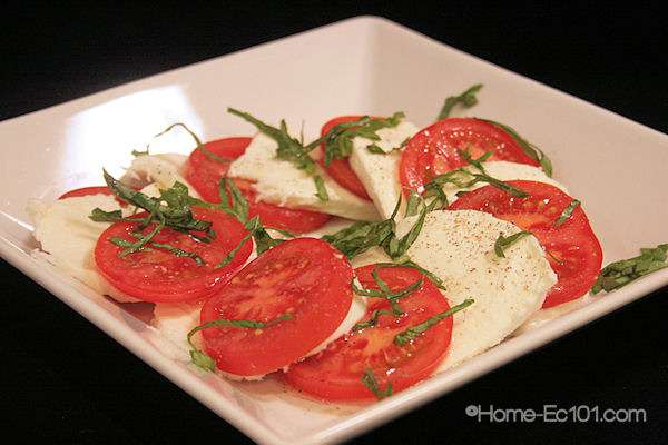 Caprese or Sliced Tomato & Mozzarella Salad